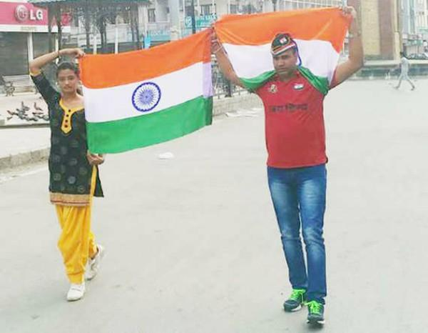 Gujarat girl unfurls Tiranga in Lal Chowk, Srinagar 2